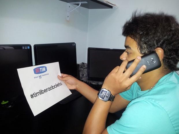 Rapaz tem dívida de centavos mas não consegue pagar (Foto: Jonatas Oliveira/G1)