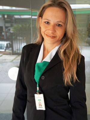 Andrea Alves é tanatopraxista em Natal (Foto: Marina Lino/G1)