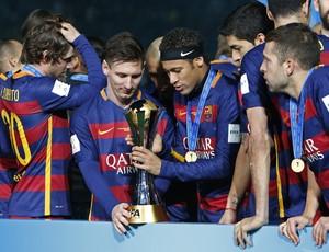 Messi, Neymar, Luis Suárez e Jordi Alba taça Mundial de Clubes (Foto: REUTERS/Yuya Shino)