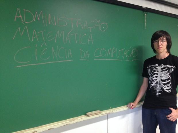 Depois de administração e matemática, Rennan irá cursar ciências da computação (Foto: Ana Levorato/G1)