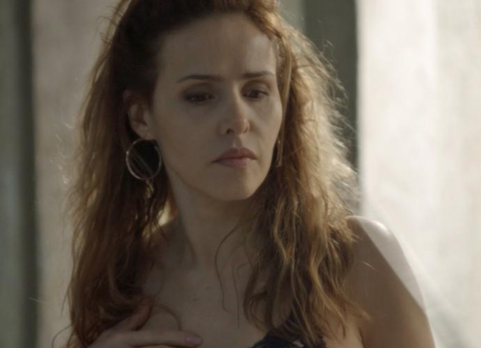 Falta de colar de Gilda chama atenção (Foto: TV Globo)