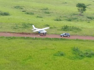 Avião que saiu da Bolívia com 300 kg de droga foi interceptado em Mato Grosso [3] (Foto: Ciopaer/Divulgação)