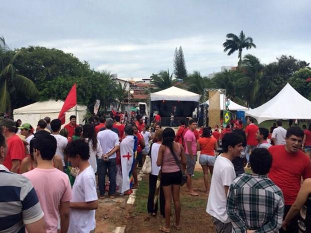 Em Natal, grupo pede democracia e diz que não vai ter golpe em Mirassol (Foto: Renato Vasconcelos/G1)