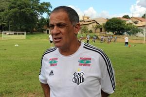 Técnico Celso Teixeira, do Operário-MS (Foto: Hélder Rafael)