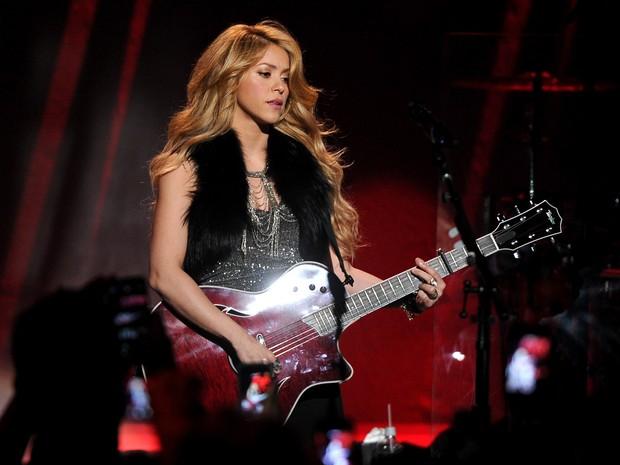 Shakira faz show em Burbank, em Los Angeles, nos Estados Unidos (Foto: Kevin Winter/ Getty Images)
