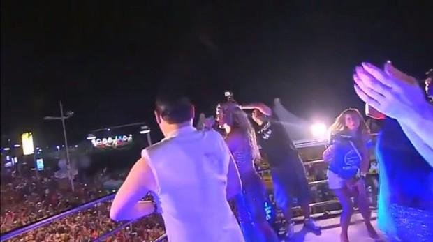 Psy no trio elétrico de Claudia Leitte  (Foto: Reprodução / Youtube)