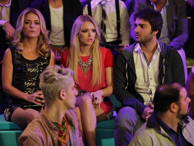 Todos ficam chocados com vídeo que Zac colocou no telão  (Foto: Pedro Curi / TV Globo)