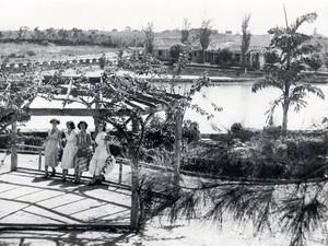 Jovens no Lago das Rosas, em Goiânia, Goiás, no ano de 1952 (Foto: Hélio de Oliveira/ Divisão de Patrimônio Histórico da Secretaria de Cultura de Goiânia)