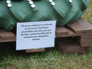 Areia foi colocada nos pneus para evitar proliferação de mosquitos (Foto: Divulgação/IFTO)