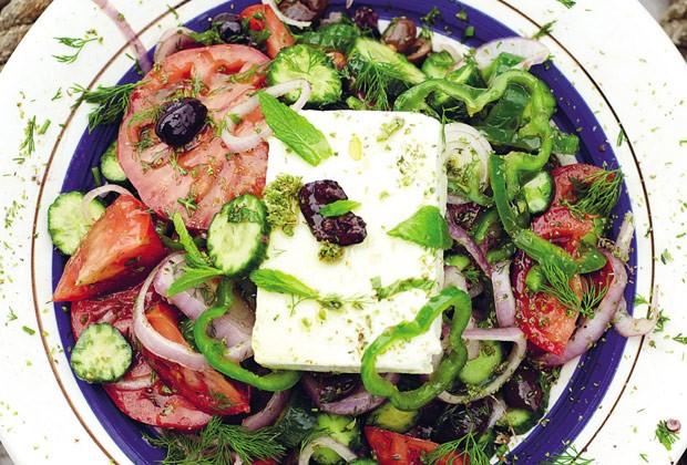 Salada grega refrescante (Foto: Colheradas)