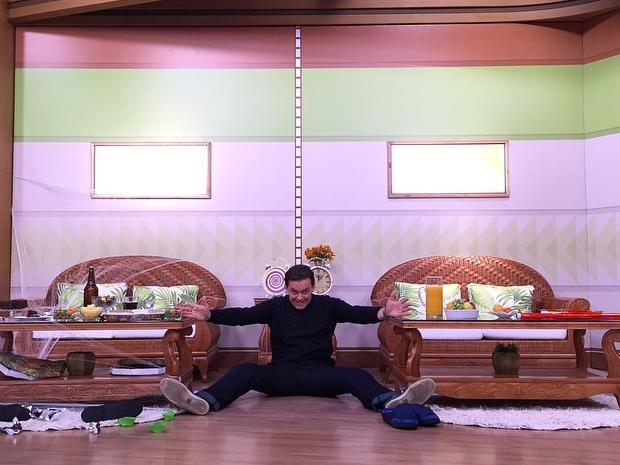 Fernando se diverte nos bastidores do programa (Foto: Divulgao Pessoal)