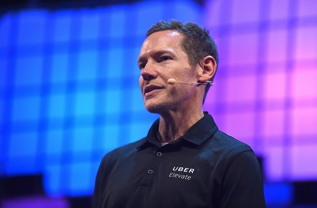 Jeff Holden, CPO do Uber, anuncia UberAir (Foto: David Fitzgerald/Web Summit)