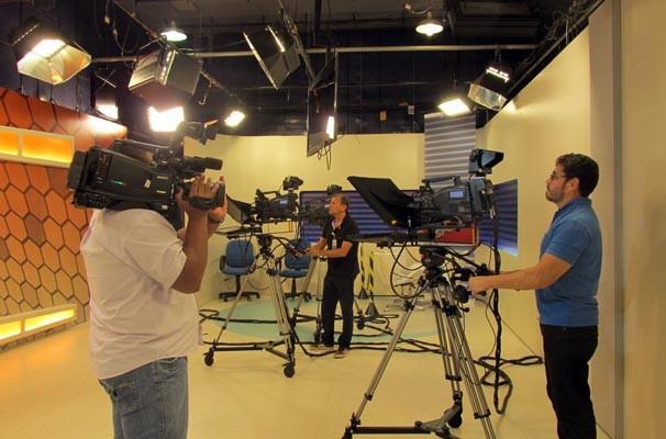 Cinegrafistas se empenham para capturar os melhores ângulos do programa (Foto: Katylenin França/TV Clube)
