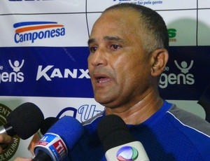 Oliveira Canindé, técnico do CSA (Foto: Henrique Pereira/ GloboEsporte.com)