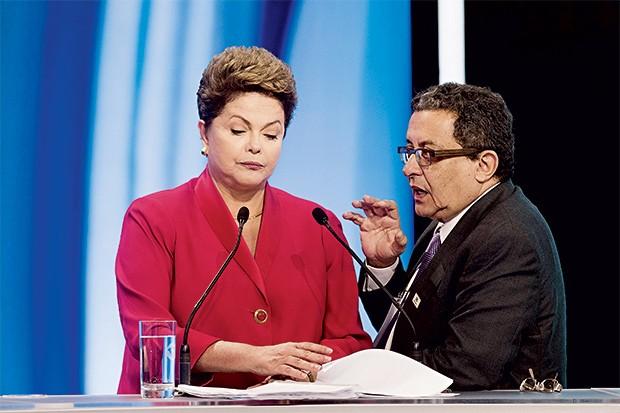 NO CENTRO  DO PODER O marqueteiro João Santana orienta a presidente Dilma em debate da campanha presidencial de 2014. Construir a imagem se tornou a principal preocupação dos governantes (Foto: Eduardo Knapp/Folhapress)