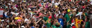 Blocos de rua conquistam SP; banheiros e trânsito viram desafio (Danilo Verpa/Folhapress)