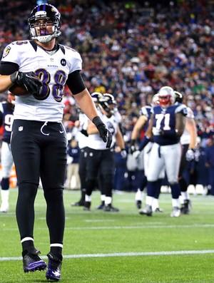 Dennis Pitta faz o touchdown pelo Baltimore contra o New England NFL (Foto: Getty Images)