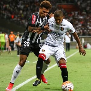 Júnior Urso; Atlético-MG (Foto: Bruno Cantini)