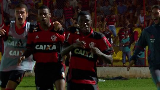 """Vinicius Jr.: """"Barça acompanha há tempos, mas vou jogar muito no Fla"""""""