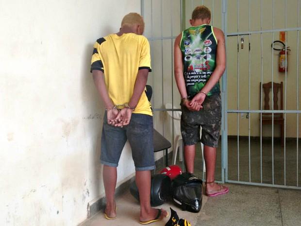 Trio era composto por dois menores de 15 anos e um jovem de 21 anos, Rafael Monteiro  (Foto: Quésia Melo/ G1)