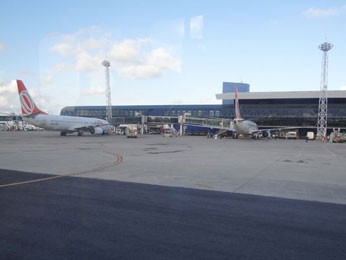 Reforma da pista do Aeroporto dos Guararapes, no Recife (Foto: Luna Markman / G1)