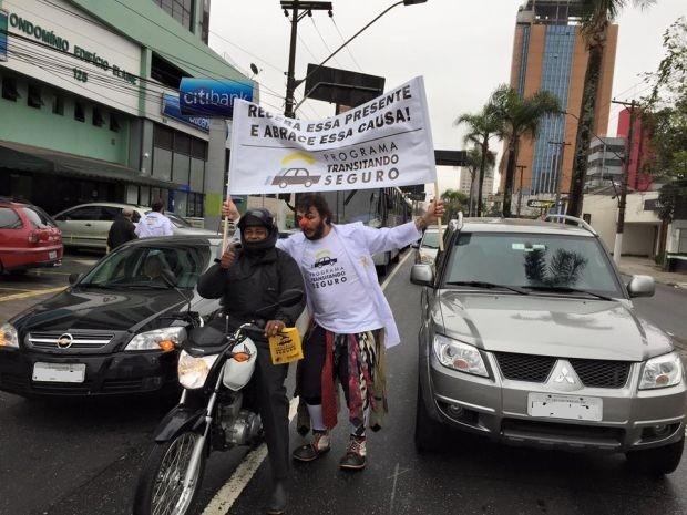 Trupe incentiva segurança no trânsito (Foto: Divulgação / Sincor)