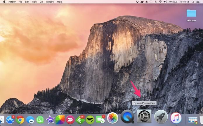 Na área de trabalho do MacBook, selecione o ícone de configurações (Foto: Lucas Mendes/TechTudo) (Foto: Na área de trabalho do MacBook, selecione o ícone de configurações (Foto: Lucas Mendes/TechTudo))