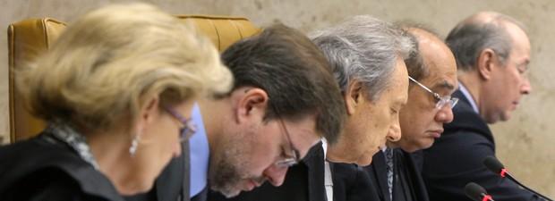Os ministros Rosa Weber, Dias Toffoli, Ricardo Lewandowski, Gilmar Mendes e Celso de Mello, durante análise do item sobre lavagem de dinheiro no processo do mensalão, na última quinta-feira (13) no STF (Foto: Nelson Jr./SCO/STF)