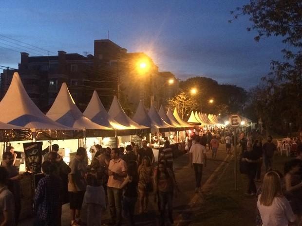 Com a noite quente, o público continuou aproveitando a feira (Foto: Divulgação/RPC)