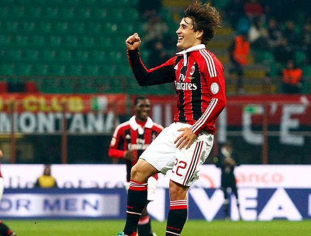Bojan Krkic comemora gol do Milan contra o Chievo (Foto: AP)