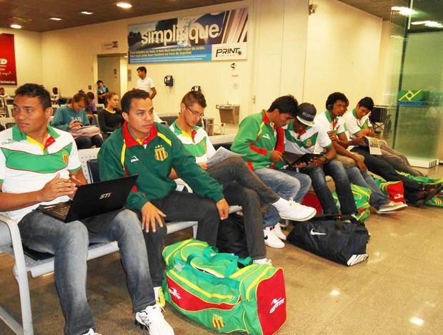 Delegação do Sampaio embarcou na manhã desta sexta-feira rumo a Araguaína (TO) (Foto: Marcelo Júnior)
