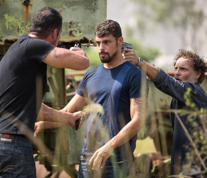 Juliano é rendido por capangas da facção (Foto: Fabiano Battaglin/ Gshow)