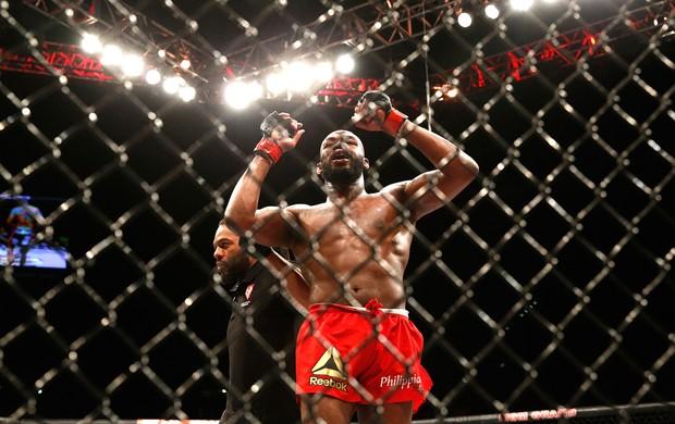 Jon Jones comemoração UFC (Foto: AP)