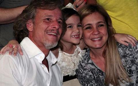 Equipe se reúne para celebrar o último capítulo da novela (Avenida Brasil/TV Globo)