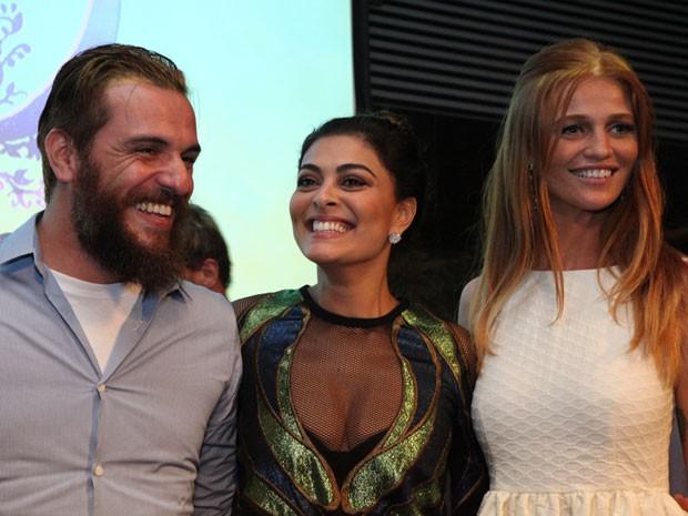Rodrigo Lombardi, Juliana Paes e a top Cíntia Dicker (Foto: Carol Caminha / TV Globo)