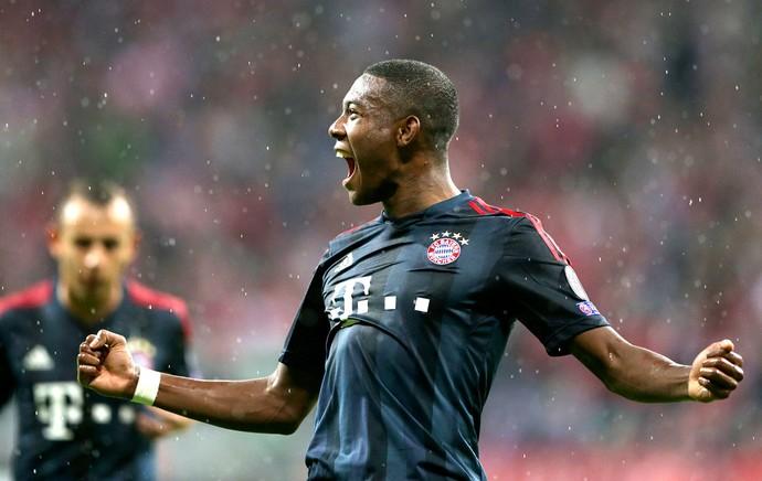 David Alaba comemoração Bayern de Munique contra Viktoria Liga dos Campeões (Foto: Ap)