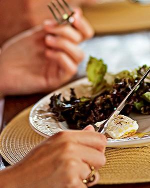 Salada de folhas com queijo de cabra (Foto:  )