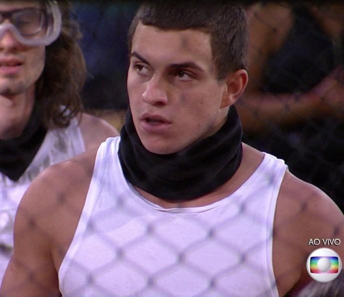 Manoel ficou de cara ao saber que seria eliminado (Foto: TV Globo)