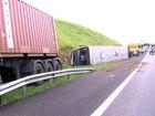 Acidente com ônibus e carreta deixa dez feridos em Itupeva
