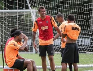 Pedro Botelho treina com os companheiros do Atlético-MG (Foto: Bruno Cantini / Site Oficial do Atlético-MG)
