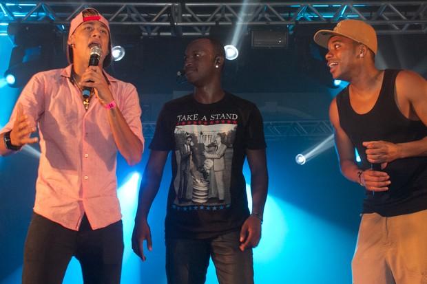 Neymar, Thiaguinho e Robinho em show (Foto: Otávio Silva / Divulgação)