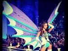 Izabel Goulart posa de lingerie na passarela da Victoria's Secret