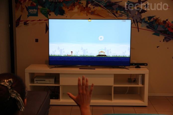 Smart TVs vêm com sensor de movimento para ações rápidas e uso em games (Foto: Rodrigo Bastos/TechTudo)