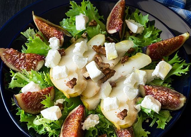 Salada de folhas com frutas (Foto: Divulgação)