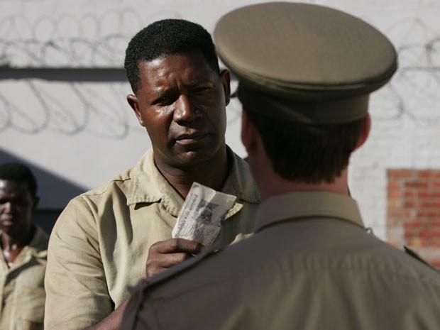 Dennis Haysbert em 'Goodbye bafana' (Foto: Divulgação)
