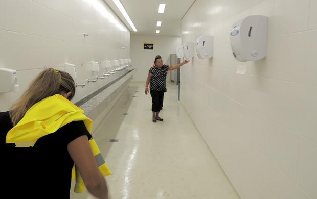 banheiro Arena Pernambuco inauguração (Foto: Elton de Castro)