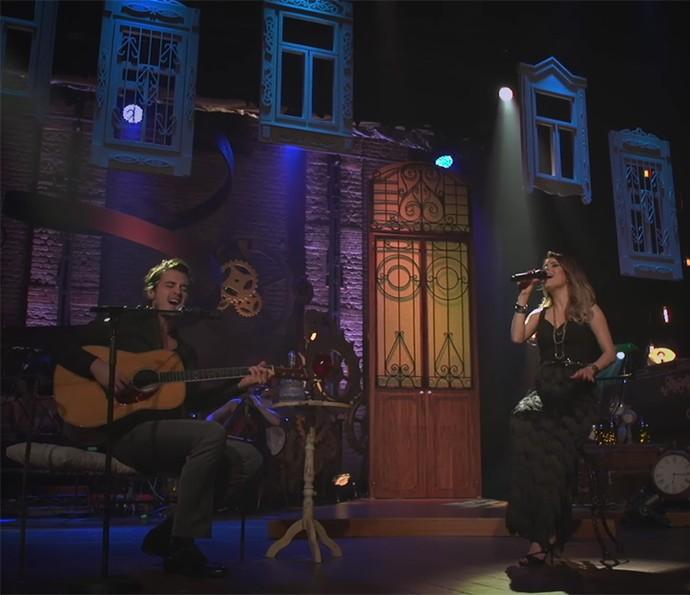Sandy e Tiago Iorc cantam junto na gravação do DVD Meu Canto (Foto: Reprodução)
