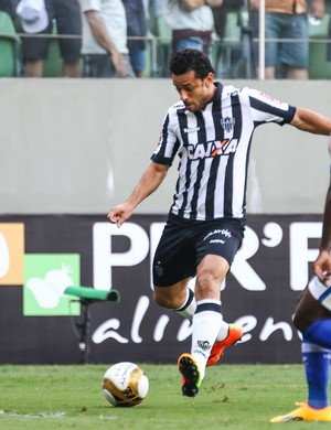 Fred é marcado por Caicedo na finalíssima do Campeonato Mineiro (Foto: Bruno Cantini / Flickr do Atlético-MG)