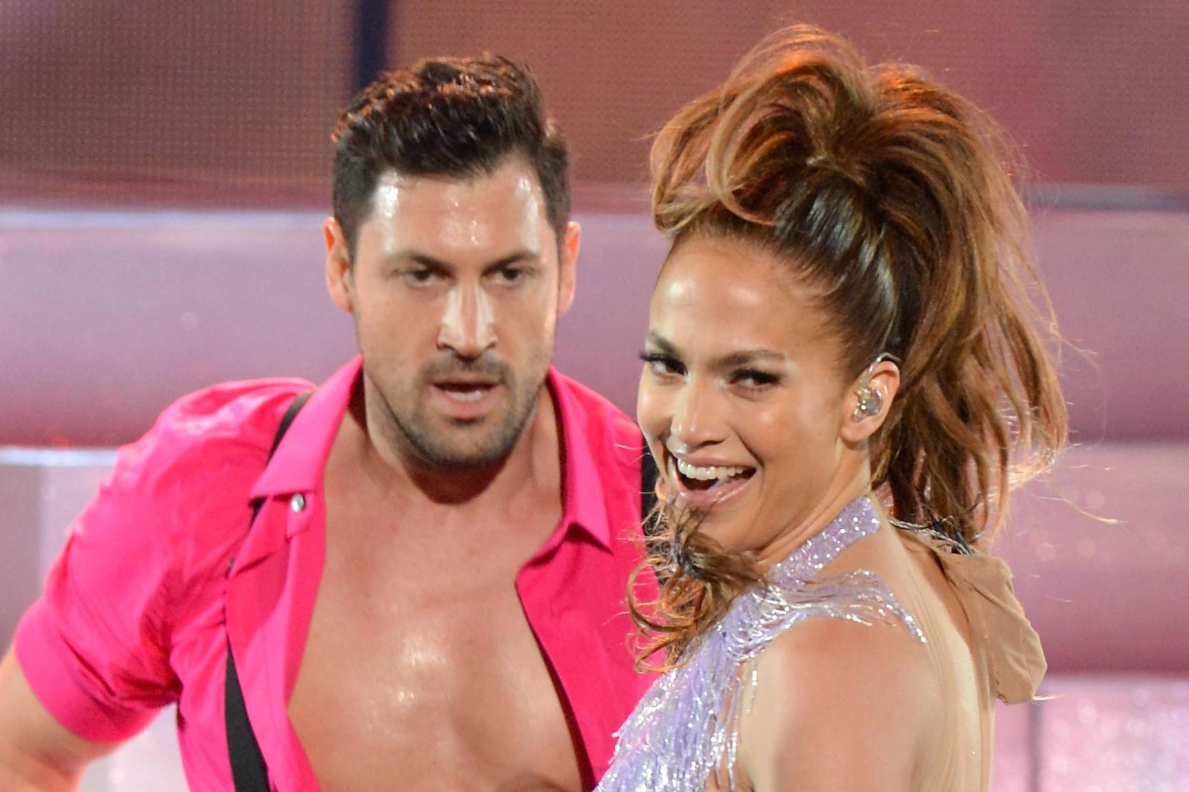 A Copa do Mundo deu sorte para Jennifer Lopez. Mal terminou o namoro com um de seus dançarinos, Casper Smart, a cantora de 44 anos emendou um novo relacionamento, desta vez com o coreógrafo ucraniano Maksim Chmerkovskiy (foto), de 34. (Foto: Getty Images)