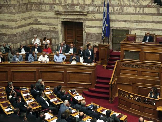 Parlamento grego vota o acordo que mantém ajuda financeira à Grécia nesta quarta-feira (15) (Foto: REUTERS/Alkis Konstantinidis)